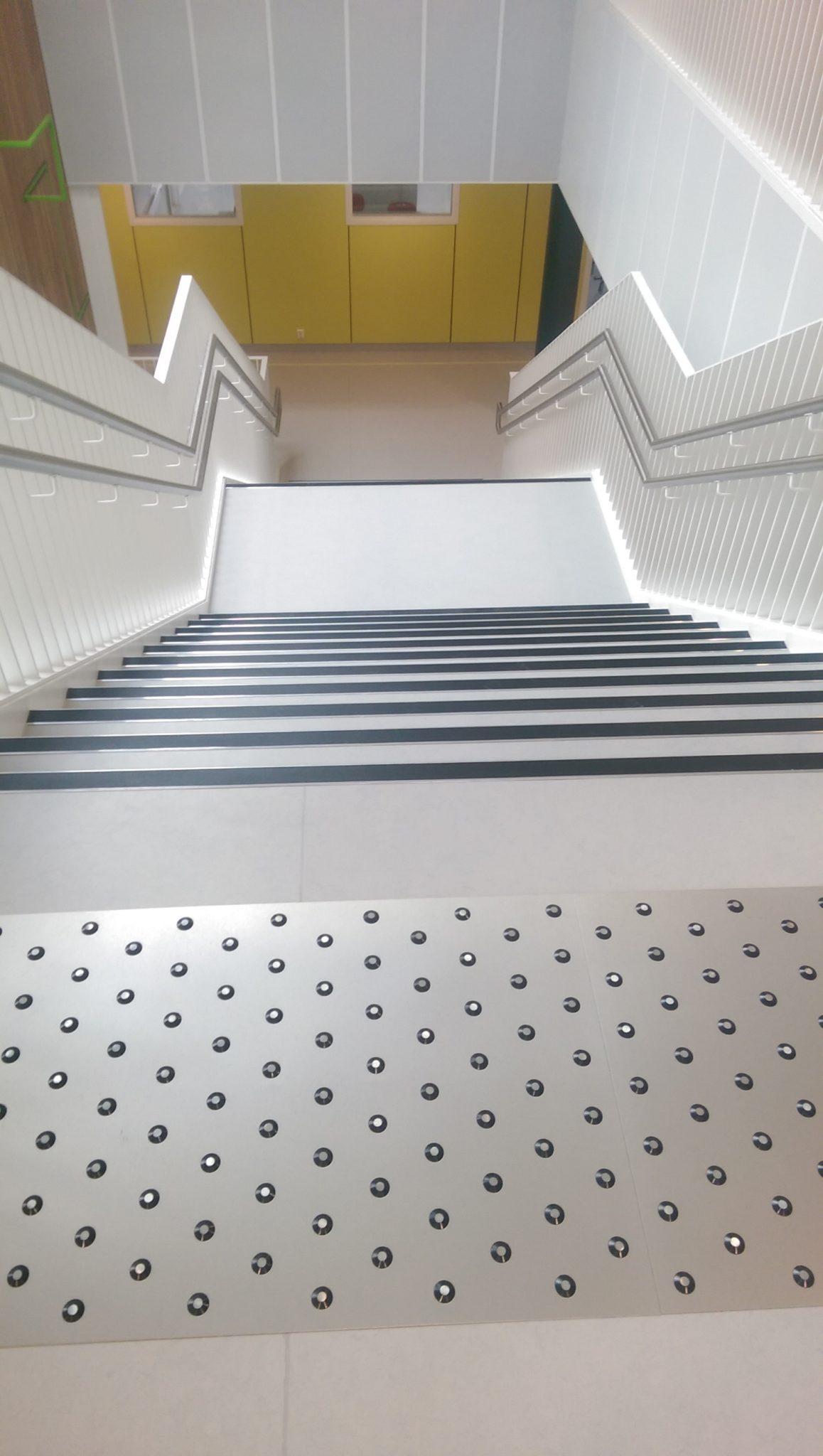 Oppmerksomhetsfelt før trapp